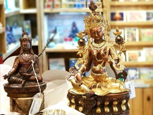 Buddhas in shop
